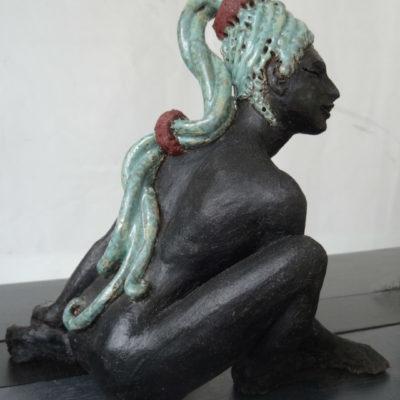 sculpture terre femme
